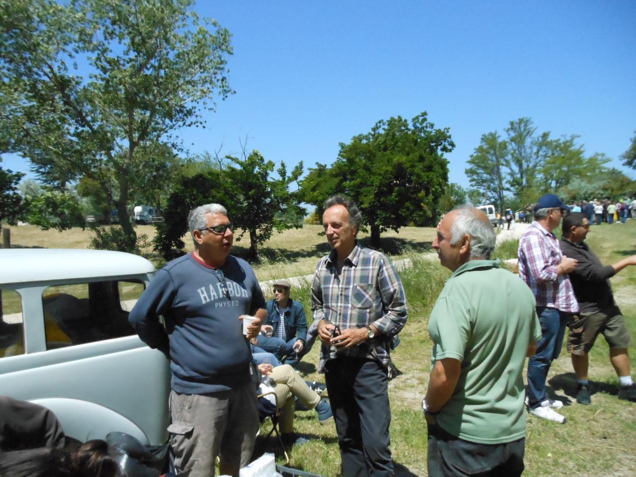 Lac: visite de Mr le maire de Vallabrégues