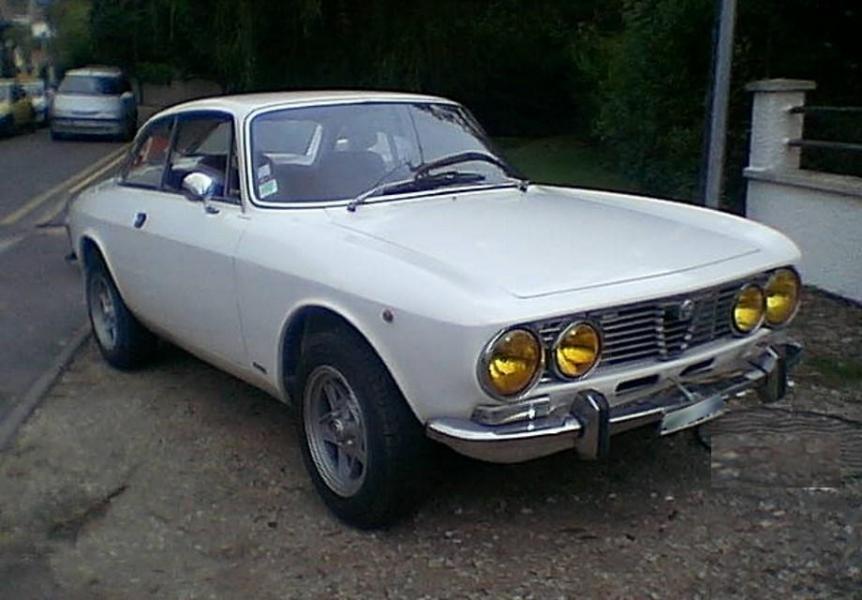 Alfa romeo coupe bertone 2000 1973 blanc 1